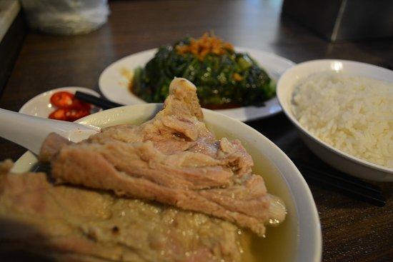 雰囲気もよく、バクテーもスープも美味しい。
