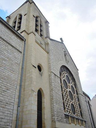 Cathédrale Sainte Geneviève et Saint Maurice
