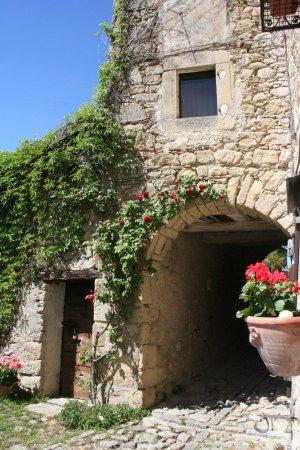 Grizzana Morandi, Italy: Le case sono tutte arroccate.