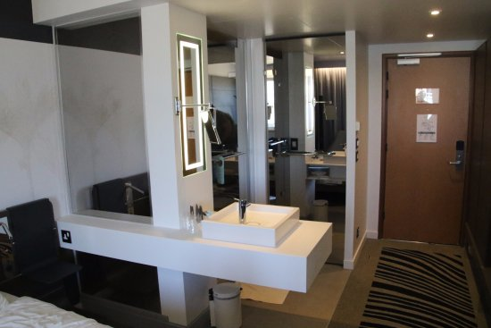 Novotel London City South : Opened out bathroom. Note washbasin in the centre. Shower door is behind the washbasin