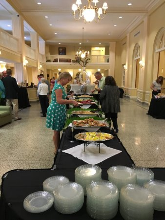 Staunton, VA: Grand Easter Buffet Brunch