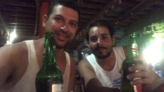Sama Sama Bar: Excelente bar lo pasamos espectacular!!