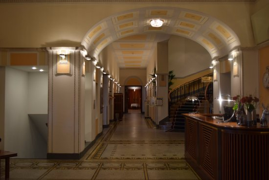 Art Deco Hotel Montana Luzern: Hotel and the Reception area