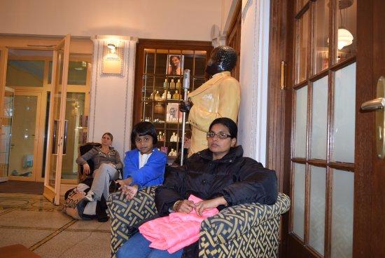 Art Deco Hotel Montana Luzern: Reception area waiting lounge