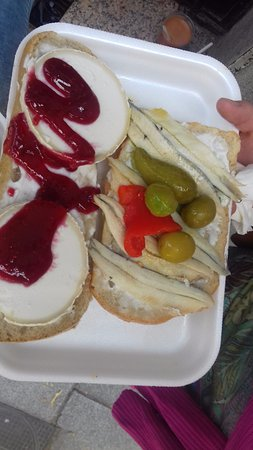 El Capricho Extremeno: Acciughe marinate e queso de cabra con marmellata
