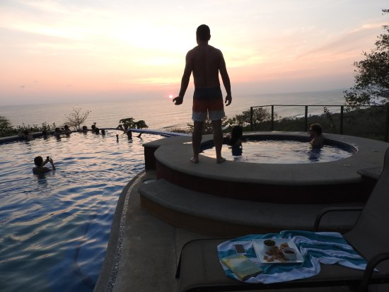 Hotel Vista de Olas : Sunset from the pool