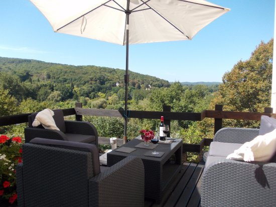 La Cachette : Relax on the terrace and enjoy the view