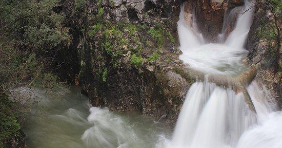 Centro Ciência Viva do Alviela - Carsoscópio: Nascente dos Olhos d'Água do Alviela em pico de cheia