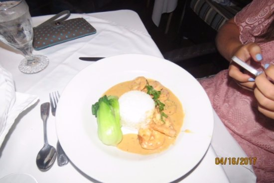Champers: Prawns in a red curry sauce