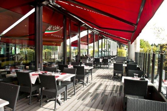 Cointrin, Suisse : Terrasse extérieure