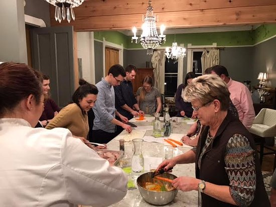 Nestle Inn Bed and Breakfast: Cooking Classes in the kicthen at Nestle Inn