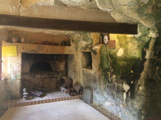 Célèbre maison troglodyte de forges - Picture of Maisons Troglodytes des  BC54