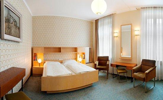 Schlafzimmer Historische DDR-Suite - Picture of Galerie Hotel ...