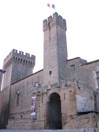 L 39 emperi gabriel lothe picture of chateau de l 39 emperi for Cash converter salon de provence