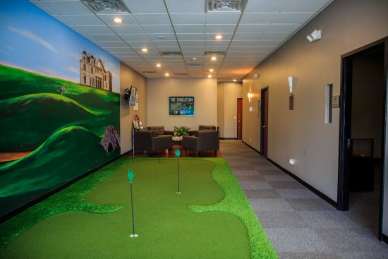 Clark, NJ : Putting green to putt around before or after tee time