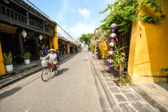 my experience in the city of hue Complex of hué monuments the complex of hue monuments is located in and around hue city in thua thien-hue province in the geographical centre of vietnam and.