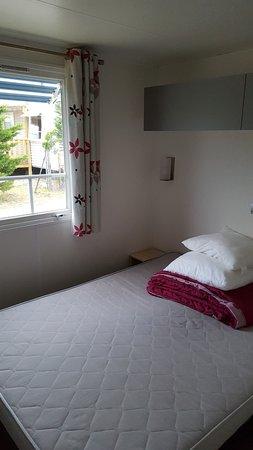 La Gueriniere, France: Une des 3 chambres. 2 chambres avec grand lit et 1 chambre avec lit double.