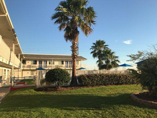 Motel 6 Galveston: Pool entrance