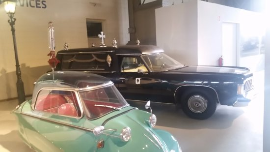 Autoworld : Interesting hearse, and a 1 person car.