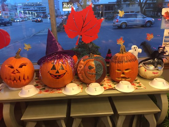 Oak Lawn, IL: Our annual pumpkin contest!