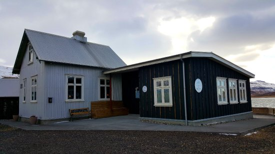 Grundarfjorour, Islandia: The restaurant from outside