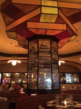 Int rieur brasserie modern style du marseille new for Interieur new york
