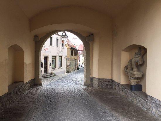 Dettelbach, Niemcy: Blick durch das Stadttor