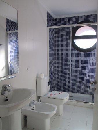 Apartamentos Turisticos Verdemar: Baño amplio