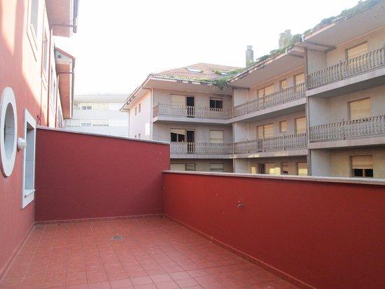 Apartamentos Turisticos Verdemar: Terraza. Las vistas, eso sí, a un edificio a medio hacer.