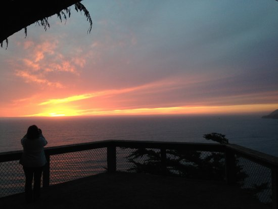Ragged Point Inn and Resort: Sunset from the clifftop viewing area