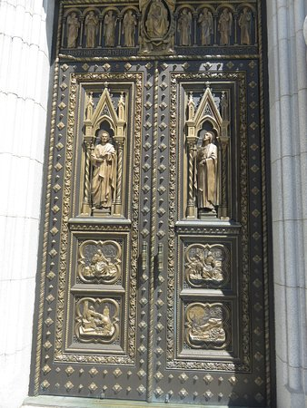 Cathedral Basilica of the Sacred Heart Ornate doors & Ornate doors - Picture of Cathedral Basilica of the Sacred Heart ...