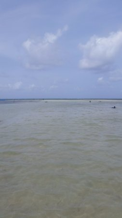 Le Vauclin, Martinique: View from the beach - ankle to knee deep water stretches WAY FAR out!