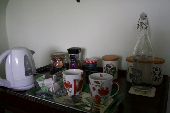 Watersfield, UK: tea and coffee equipment