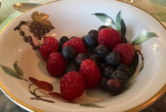 Watersfield, UK: fruit salad breakfast
