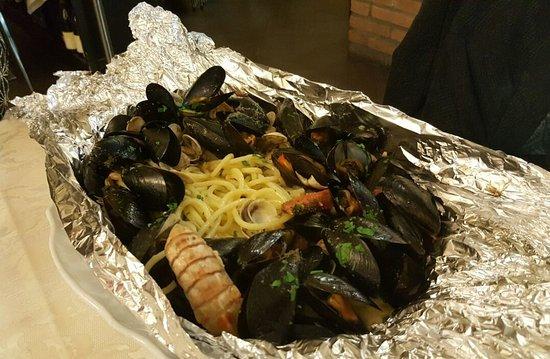 Ristorante Della Repubblica : Portata servita flambé. Spaghetti dal sapore superbo!