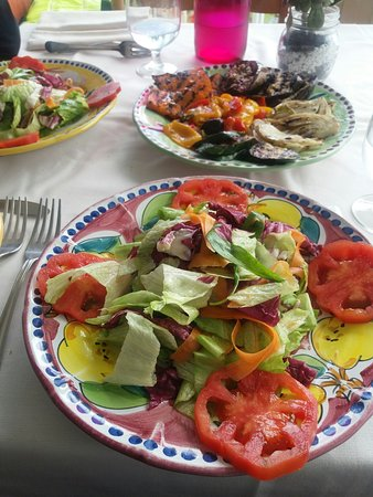 salat und gem se abgerechnet als eine portion bild fr n ristorante santa croce nocelle. Black Bedroom Furniture Sets. Home Design Ideas