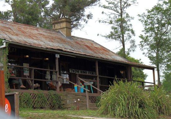 Wollombi, Australia: shop next to cafe