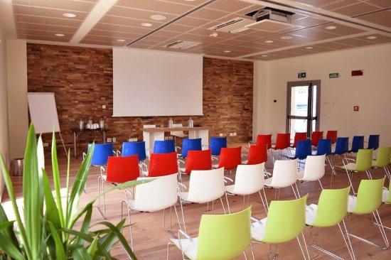 Ramada Encore Bologna: Conferences room green