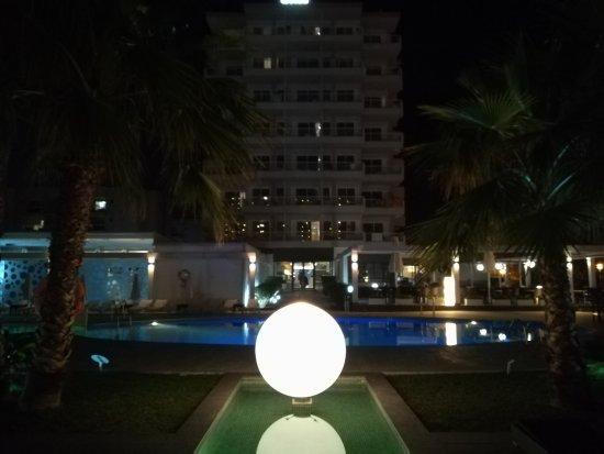 Caballero Hotel: IMG_20170413_224816_large.jpg