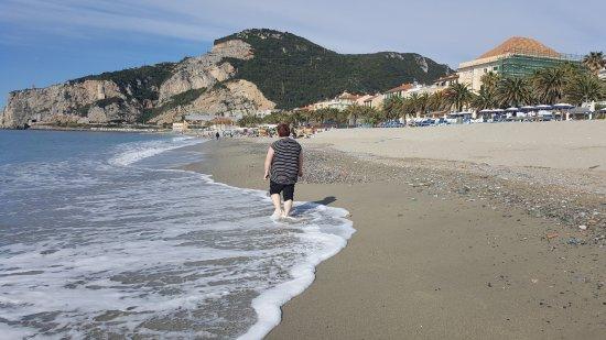 Spiaggia di finale davanti al bagno ondina foto di bagni ondina