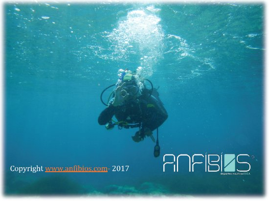 Sant Jordi, Spanje: Training for the Open water course. Perfect buoyancy. with anfibios Ibiza scuba diving