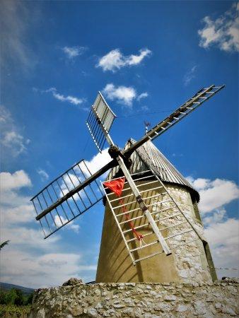 Villeneuve-Minervois, France: Cet authentique moulin situé dans le minervois