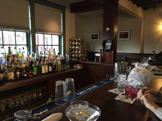 Scituate, MA: wonderful and snug bar