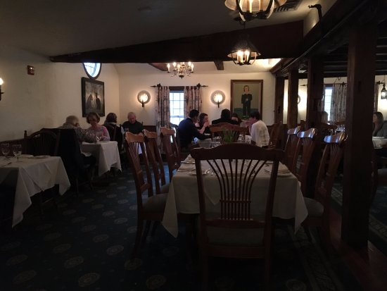 Scituate, MA : lovely and elegant old dining room, full white table cloths