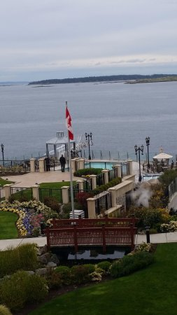 Oak Bay, Canada: The view of the pool area from the hotel