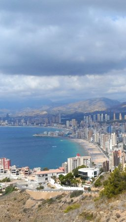 La Cruz de Benidorm: Looking down from afar...