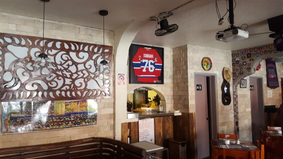 Los Tabernacos Sports Bar and Lounge: Inside the restaurant