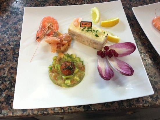 Saint-Fons, Francia: Printanier et son tartare d'avocat-tomate, saumon fumé maison