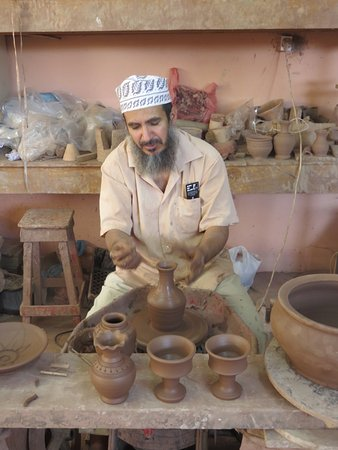 Bahla', Omán: Local Potter at the Aladawi Clay Pottery Bahla