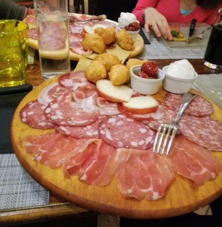 Scandicci, Italy: antipasto di salumi e formaggi